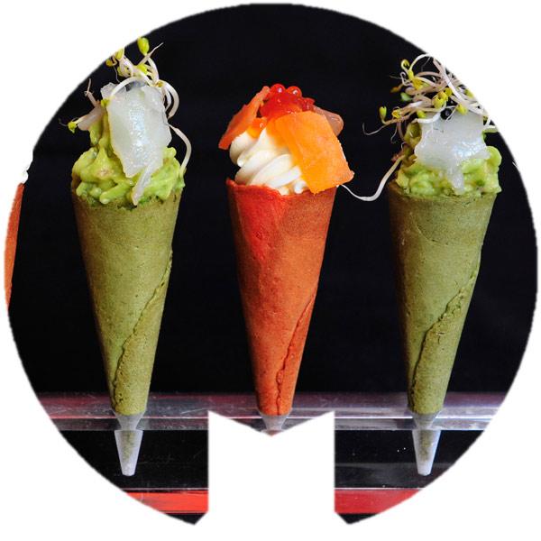 Mini conos crujientes de guacamole bacalao y crema de queso salmón ahumado